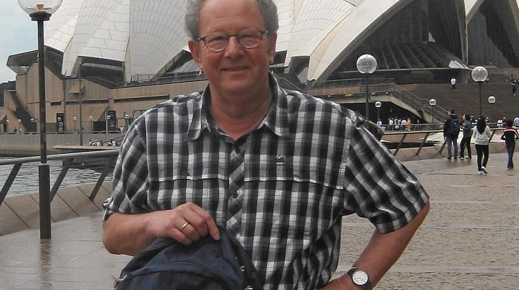 »Mit dem Rucksack der Hochscchule Mannheim unterwegs in Sydney.« – Prof. em. Dr. Erich Foßhag