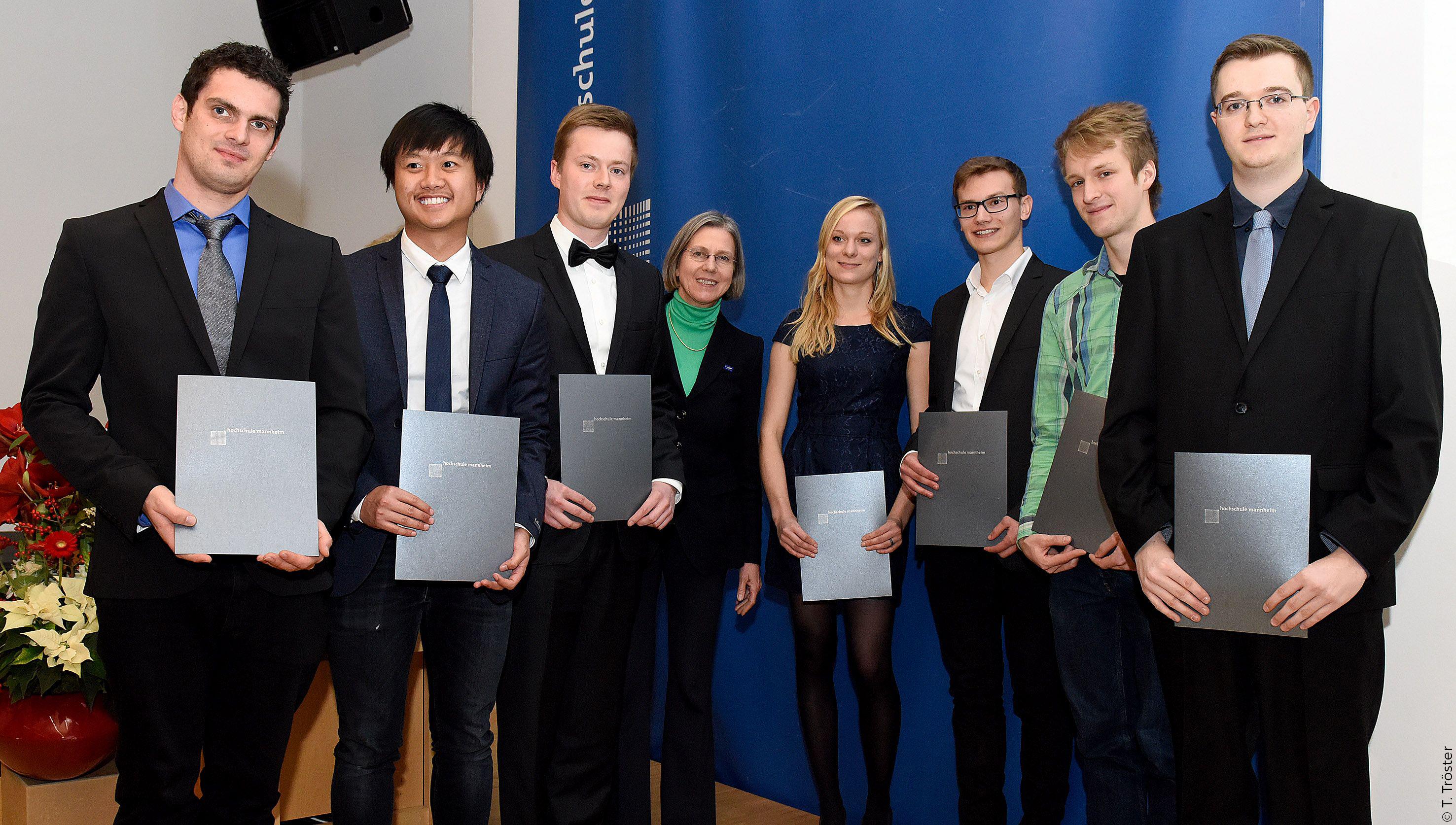 Insgesamt 8 Stipendien werden von der BASF finanziert